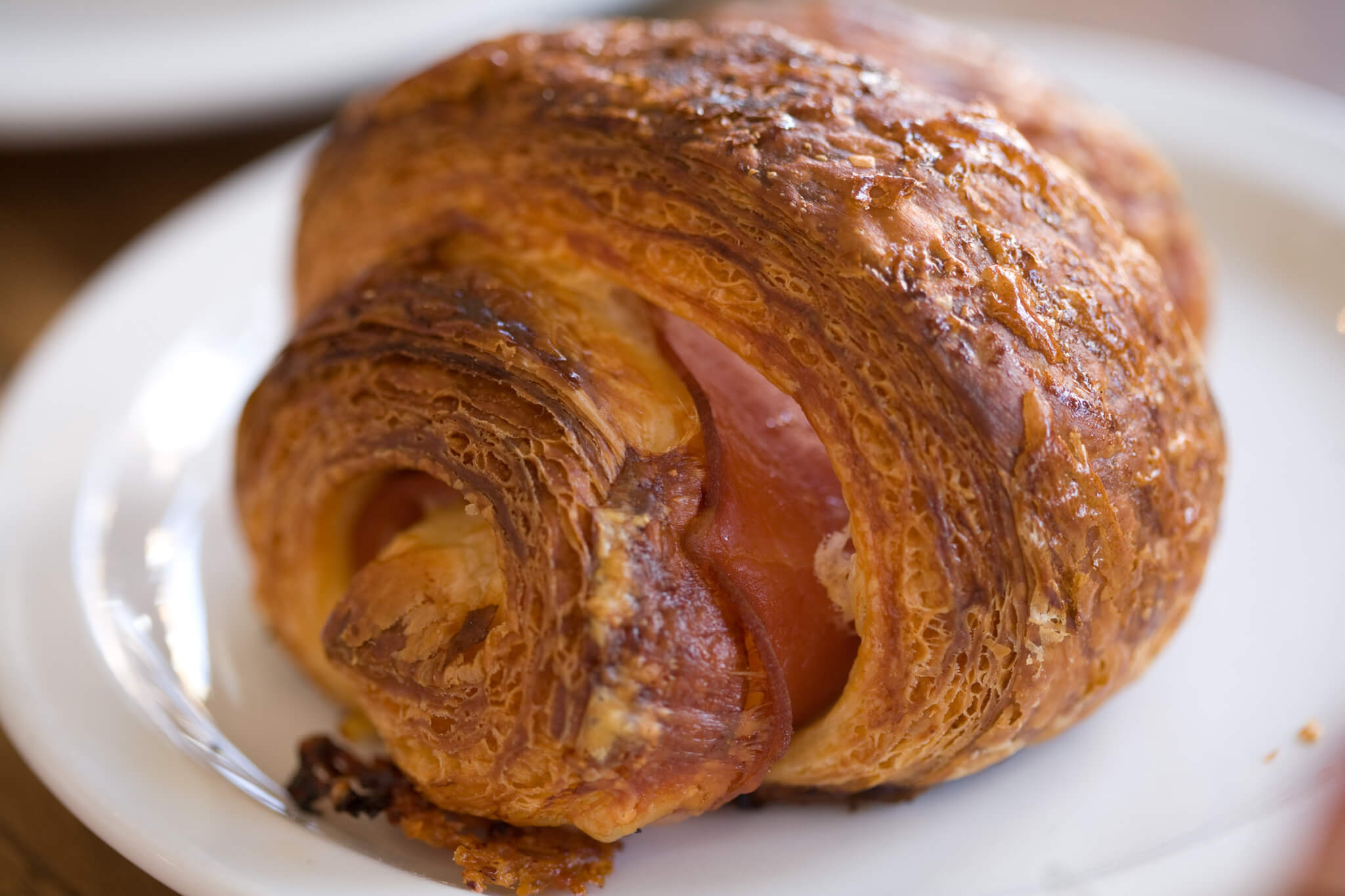 Ham_and_cheese_croissant_1119159785
